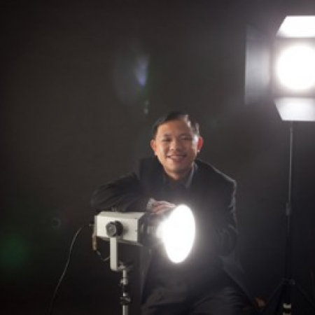 Dave Wong is a full time professional wedding photographer in Singapore.