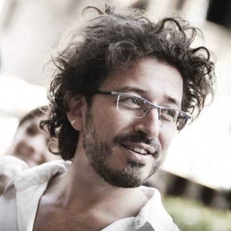Michele Monasta woont in Florence, Italië en is een trouwreportage fotograaf.