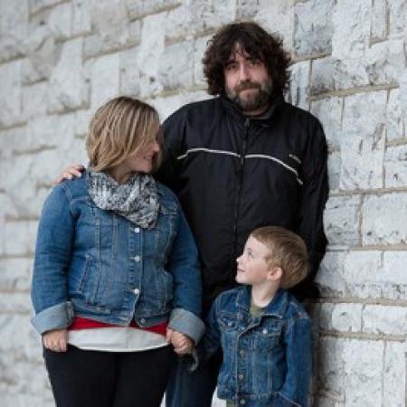 Shayne Bampton ist ein Hochzeitsfotograf aus Kingston, Ontario, Kanada