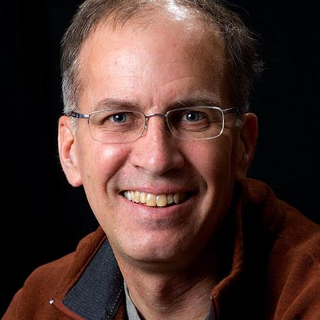 Il fotografo per matrimoni Vermont Geoff Hansen chiama a casa Tunbridge. È stato un fotoreporter di giornale per decenni.