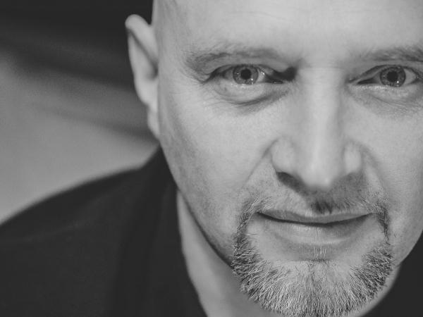 Sławek Nadra to fotograf ślubny z Lubelszczyzny.