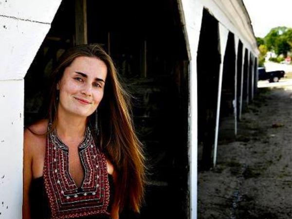 La photojournaliste du New Jersey, Kella MacPhee, a lâché sa caméra lors des mariages.