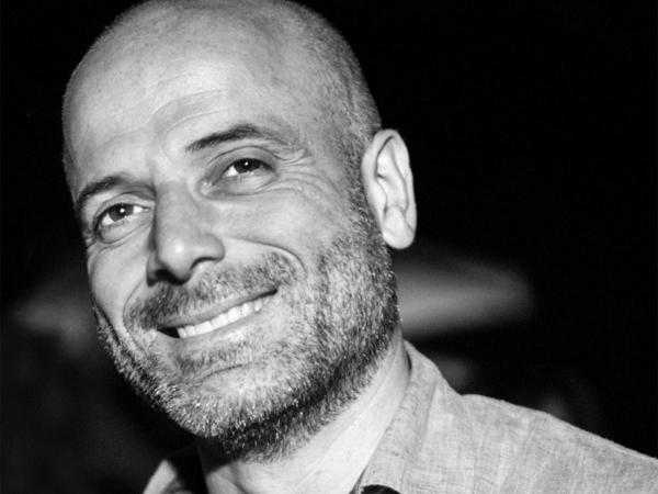 Valerio Gargiulo is the owner of a fine Italian photography studio of weddings.