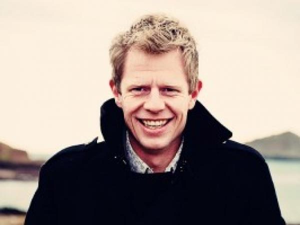 Michael Marker é um fotógrafo de reportagem de casamentos no Reino Unido.