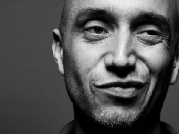 Davide Zanoni is een Italiaanse trouwfotograaf geboren en werkzaam in Milaan