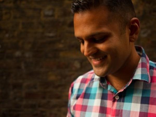 Rahul Khona jest filmem dokumentalnym w Londynie i reporterem ślubnym w Wielkiej Brytanii