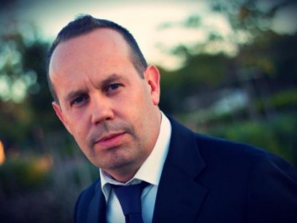 Angelo Vitelli - auteur, mariage et commerciale
