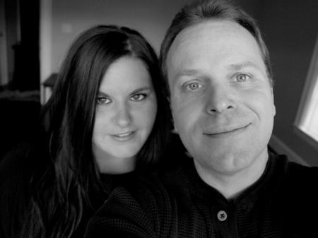 Jessica Weiser hat einen Abschluss in Fotojournalismus und fotografiert Hochzeiten in Maine.