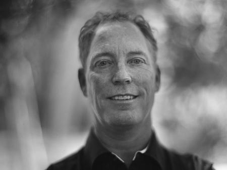 Kent Meireis richtte zijn Denver bruilofts- en schootfotografiebedrijf op, gespecialiseerd in fotojournalistiek voor bruiloften voor Denver.