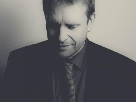 Niels Gerhardt jest niemieckim fotoreporterem ślubnym