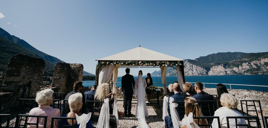 Italy Outdoor Wedding Ceremony Foto van het meer door Valeria Berti