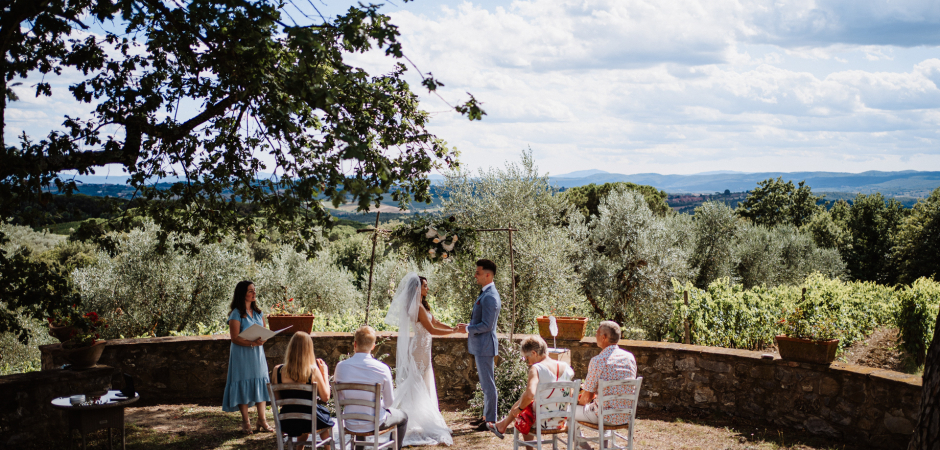 Pictures from an outdoor wedding at Fattoria di Corsignano, Siena, Tuscany, Italy by Photographer Federico Pannacci