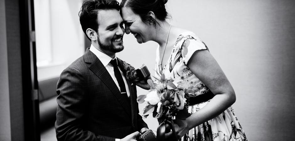 Ein Hochzeitsbild von einem Elopement-Ereignis des New Yorker Rathauses