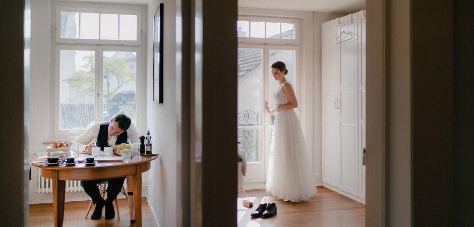 Suiza Foto de boda de los novios de Zurich preparándose - Imagen de Luigi Reccia