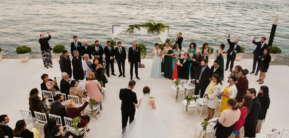 Foto di matrimonio da una fuga d'amore in spiaggia all'Ajia Hotel, Bosphorus, Istanbul, Turchia - Fotografia di: Ufuk Sarisen