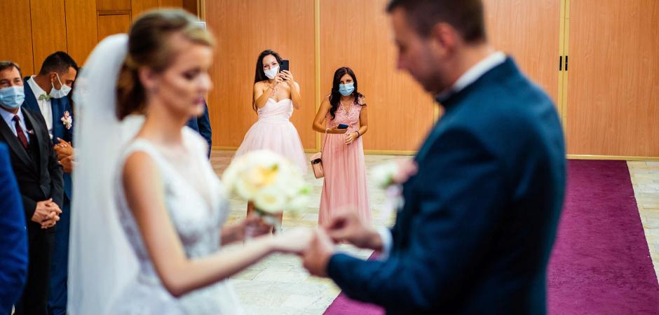Hochzeitszeremoniebild von einer Triaditsa Ritualhalle Sofia, Bulgarien Elopement - Foto von Bozhidar Krastev
