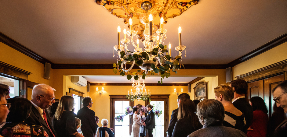 Foto de casamento interno em Gables, Ilha de Long Beach, NJ Venue Elopement Ceremony - Foto de Michelle Arlotta