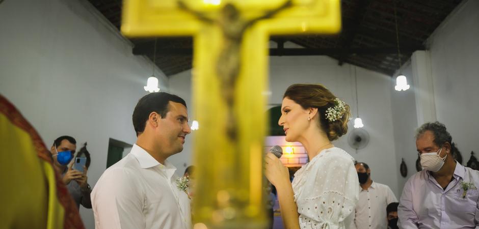 Imagen de boda de Brasil con la cruz de la Iglesia de Sao Goncalo - Maceio, Alagoas - Fotografía de fuga de Gustavo Sarmento