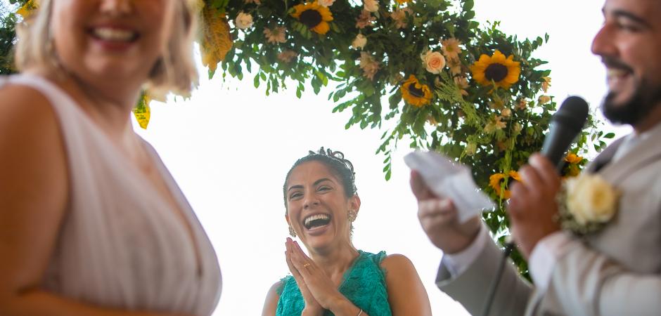 Imagem de casamento no jardim do Restaurante Café Manollo Maceió, Alagoas, Brasil - Fotografia de fuga por Gustavo Sarmento