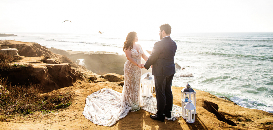 Matrimonio sulla spiaggia in California da una cerimonia di Sunset Cliffs, San Diego, California - Elopement Photography di Michelle Arlotta