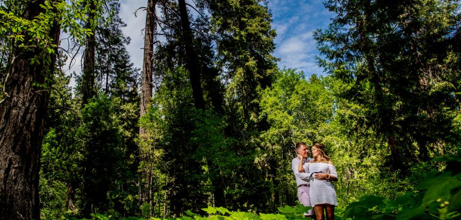 Ein Outdoor-Abenteuer-Hochzeitsporträt von North Lake Tahoe im Skylandia Park - Elopement Photography by Kevin Sawyer