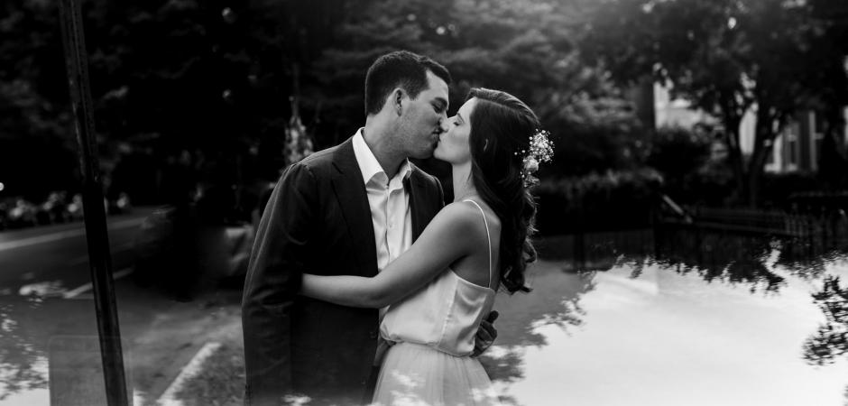 DC-Elopement-Paarporträt vom Capitol Hill, Washington DC - Fotos von Natasha Lamalle