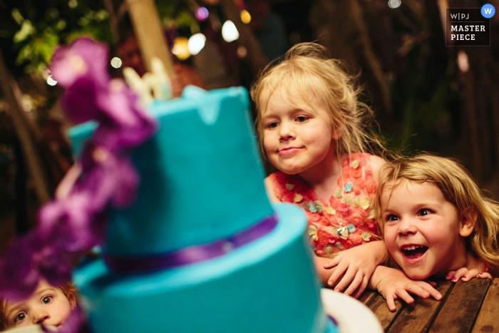 Kou Samui kids excited to see the wedding cake - Surat Thani wedding photography