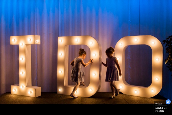 """Rotterdam kids playing together at the wedding around a large """"I do"""" sign - Zuid holland wedding photography"""