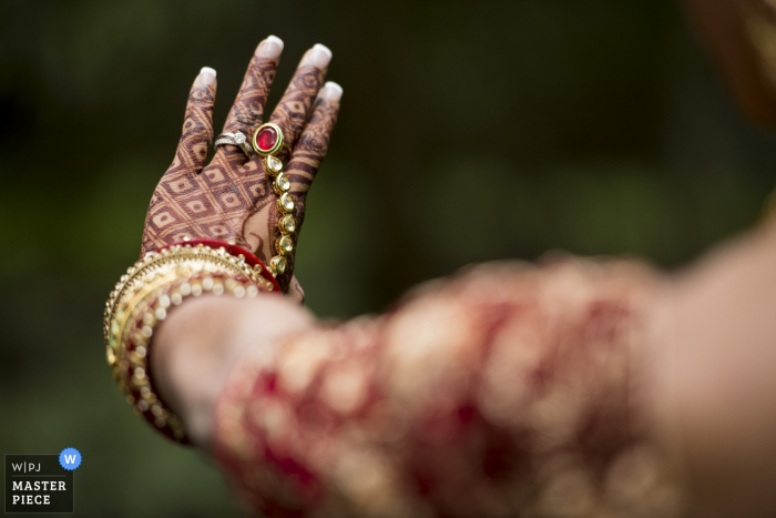 Auvergne-Rhône-Alpes wedding photographer captured this beautiful image of a bride showing off her ring and henna hand tattoos