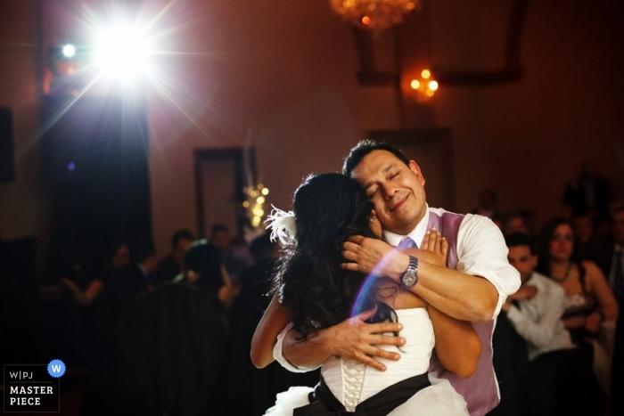 Photographe de mariage de Toronto | photo de la fille du père dansant à la réception