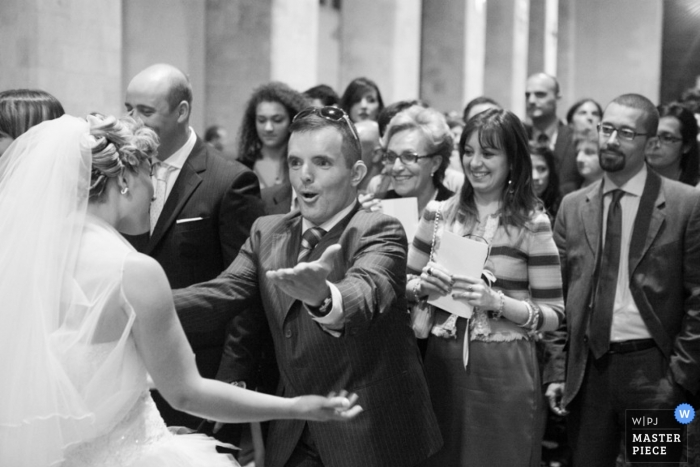 Fotografía de la boda de Reggio Calabria | La imagen contiene: blanco y negro, novia, padre, ceremonia, iglesia