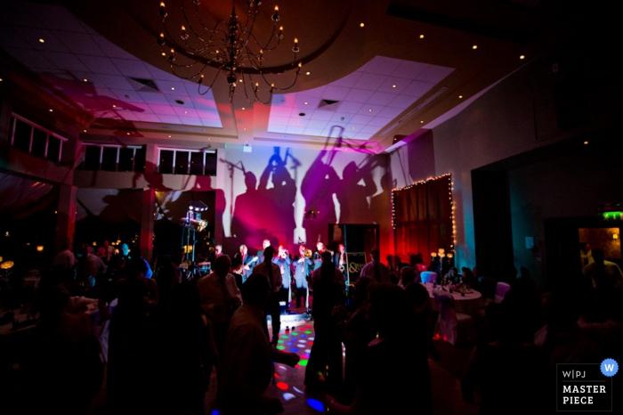 IE Waterford Hochzeitsreportage Fotograf | Bild enthält: Empfang, Band, Live-Musik, Tanz, Lichter