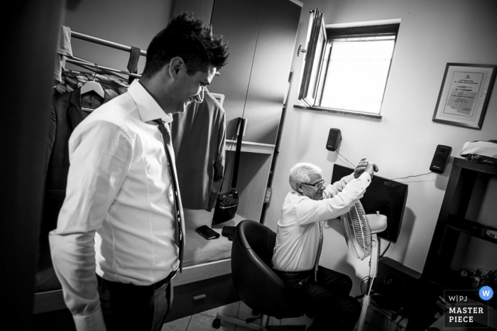 Lecco groom getting ready for the wedding ceremony - Lombardy wedding photography