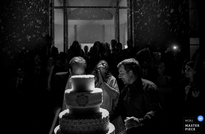Porto wedding cake at the reception - Portugal wedding photojournalism