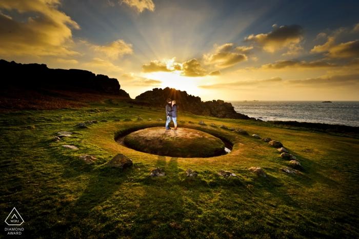 Dramatische Portraits bei Sonnenuntergang für Kanalinseln Hochzeit vor der Hochzeit