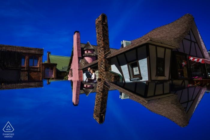 China verlovingsfoto's van een paar weerspiegeld met huizen | Fujian fotograaf pre-bruiloft fotosessie