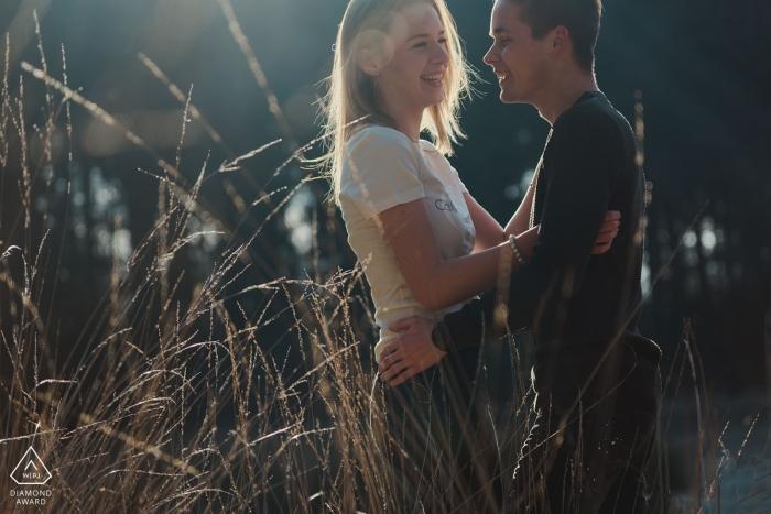 Amor bajo el sol | Noord Brabant Países Bajos retratos de compromiso al aire libre