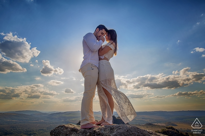 Brazil pre-wedding engagement pictures of a couple on the rocks in the mountains with big sky  | Goias portrait shoot