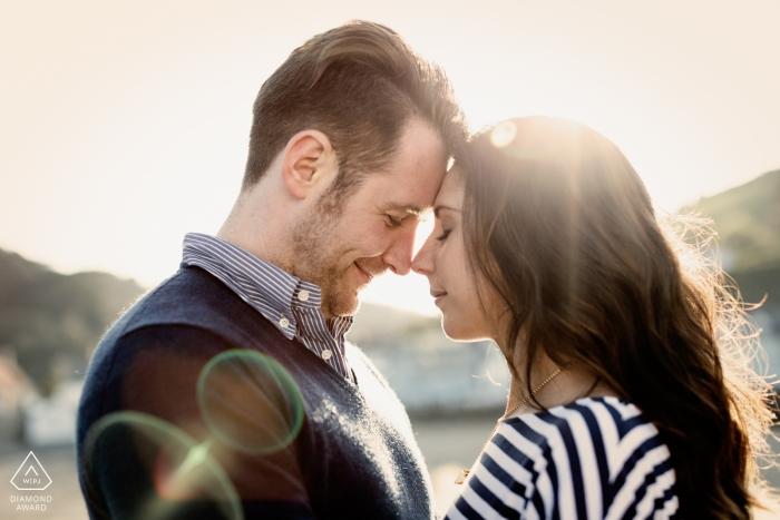 Photographie de fiançailles d'un couple amoureux à Rozel Bay, Jersey CI