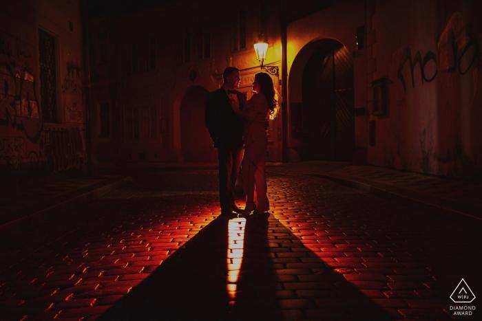 Photos de couples de fiançailles Red Hot Prague | Kurt Vinion Photographe de Prague