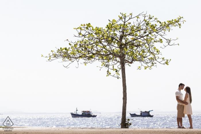 Photographe de mariage à Rio de Janeiro pour des séances de fiançailles au bord de l'océan avec le Brésil