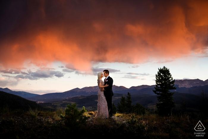 Photos de fiançailles au sommet d'une montagne près de Breckenridge, CO.