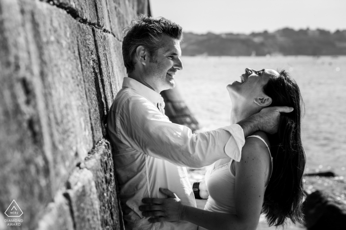 socoa France - joy and happiness in black and white for this couple at the water