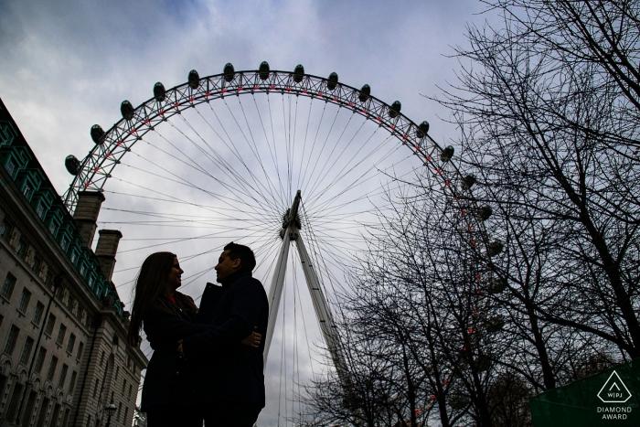 London-Verlobungspaar-Porträts am London-Auge