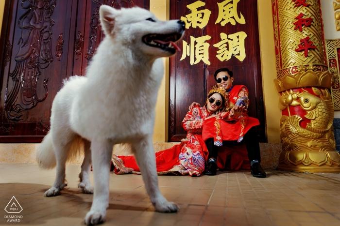 Tra Vinh - Viet Nam engagement fotograaf zegt: De hond is zo schattig omdat hij op het juiste moment verschijnt