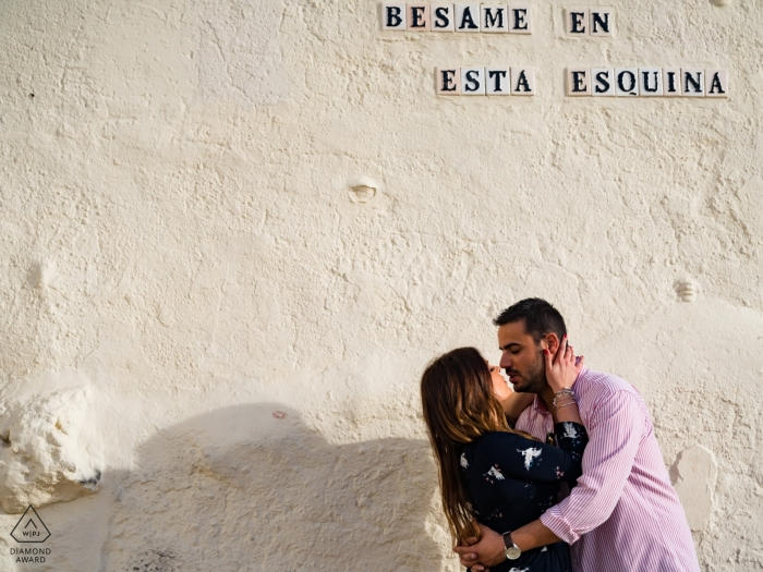 Rota, Spain Pre-wedding portrait | esquina couple in love and kissing