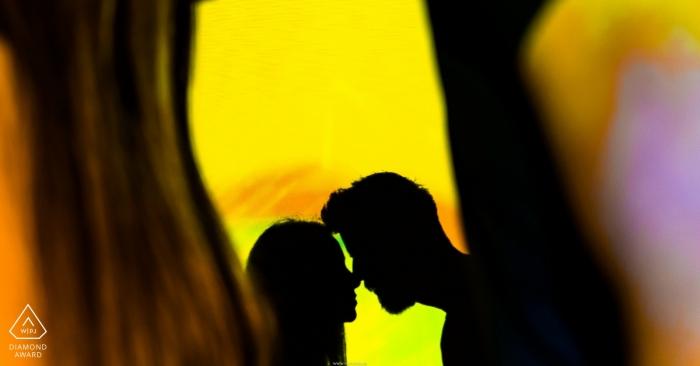 Séance photo de fiançailles Spacewonder, Arizona - L'ombre de l'amour sur ce couple se profilant