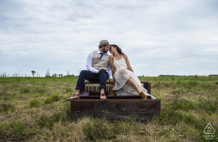 Engagement session at San Antonio de Areco, Buenos Aires | Photo shooting at the bride's farm