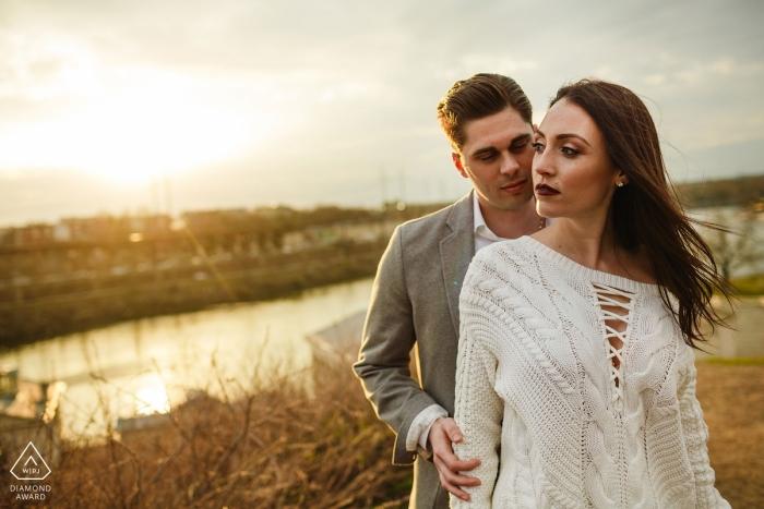 The Waterworks Philadelphia Engagement Portrait - Grande lumière. Couple cool. Le souffle du vent. Terminé.