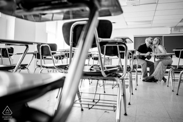 West Chester University Engagement Portrait - Sie trafen sich in diesem Klassenzimmer und verliebten sich